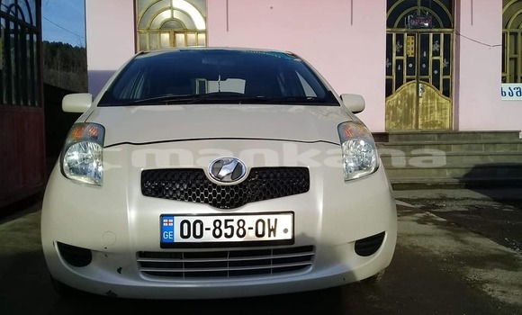 Buy Used Toyota Vitz White Car in Suhumi in Abhasia