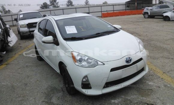 Buy Used Toyota Prius White Car in Tbilisi in Tbilisi
