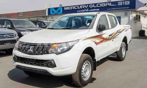 Buy Import Mitsubishi L200 White Car in Import - Dubai in Abhasia