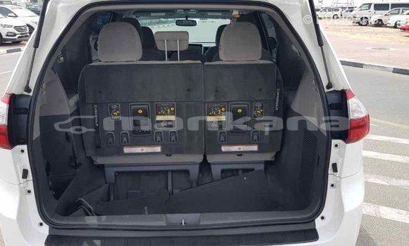Buy Import Toyota Sienna White Car in Import - Dubai in Abhasia